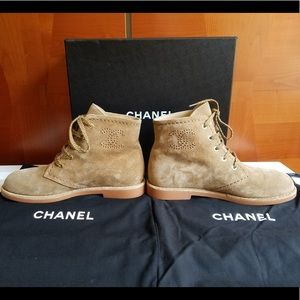 HOSTPICK!!! CHANEL suede CC logo lace up High-tops